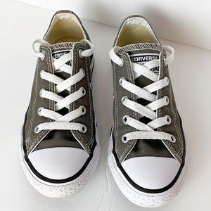 Converse Unisex Sneakers Size 13 Youth